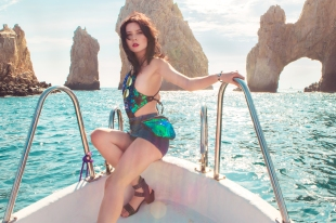 On a boat around El Arco. Outfit: Swimsuit: PrettyLittleThing. Skirt: Nastygal, Shoes: MIA, Sunglasses: Vibe Los Angeles.